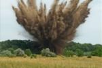 A-nap-képe-Második-világháborús-óriás-légibombákat-robbantottak-fel-Dabason-mti-Lakatos-péter-399x360