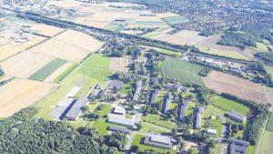 776616235-blick-von-oben-nach-sueden-hin-auf-areal-bundespolizei-in-fuldatal-ihringshausen-waehrend-zweiten-weltkrieges-befand-sich-d-1ca7