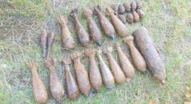 29-robbanasveszelyes-targyat-semmisitettek-meg-tuzszereszek-karpataljan-fotok