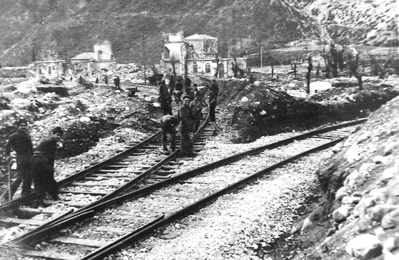 stazione_ala_tn_bombardata_inverno_1944-1945_02