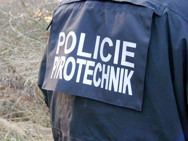 policie-pcr-pyrotechnik-munice-bunda-vesta221116-hk_denik-630