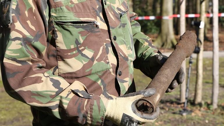 Man-vindt-granaat-in-Oegstgeest-Foto-AS-Media