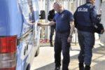 Forze dell'ordine all'interno della stazione ferroviaria di Aosta dove un pacco sospetto è stato rinvenuto nei bagni intorno alle 13.45, 19 Aprile 2018. Sul posto sono intervenuti gli artificieri della polizia. Il sottopassaggio della stazione e' stato chiuso e i binari sono raggiungibili con un percorso alternativo. ANSA