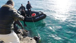181206_bonifica_Foto 1. Il recupero degli ordigni in mare