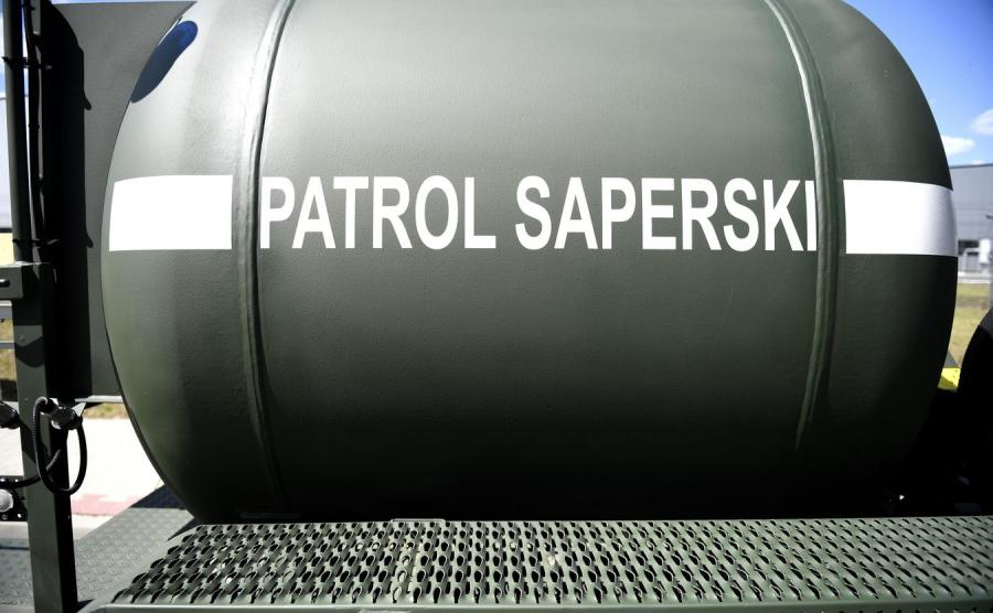 12438269-patrol-saperski-900-556