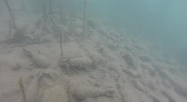 Bombe-sul-fondale-del-lago-di-castelgandolfo