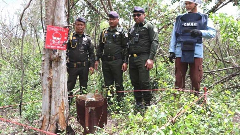 a_cmac_official_inspects_uxo_found_in_banteay_meanchey_province._banteay_meanchey_radio