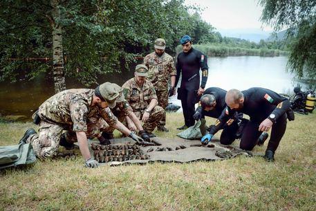 Forze armate: rimossi 3.094 ordigni esplosivi dalle acque del lago di Varna, Bolzano
