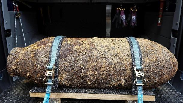 eine-bombe-aus-dem-2-weltkrieg-in-koeln-wurde-in-westhoven-ein-aehnliches-exemplar-gefunden-