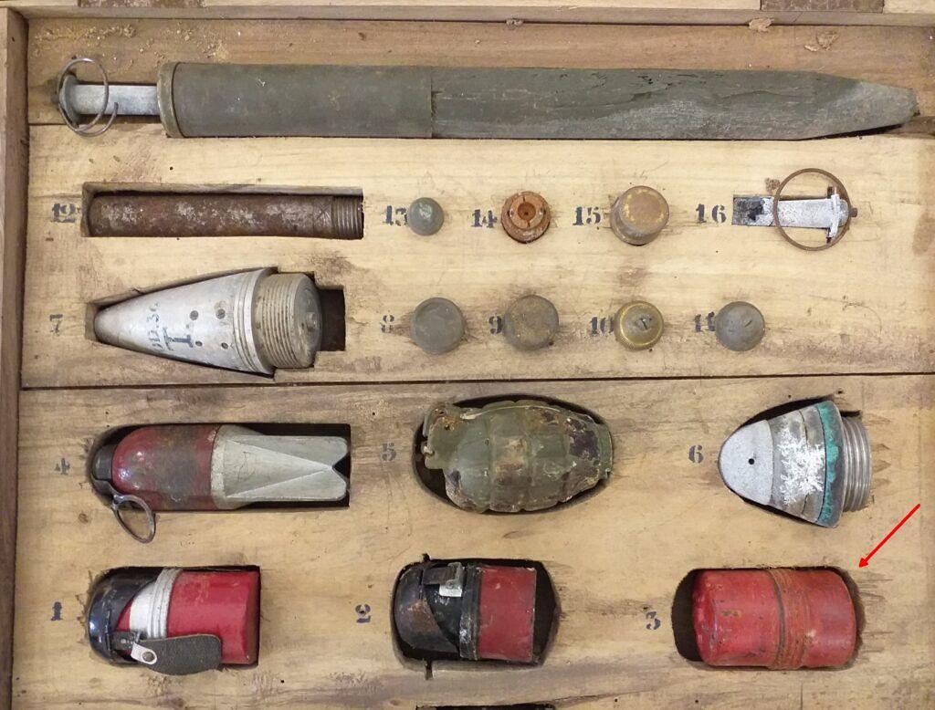 cassetta-bombe-la-freccia-indica-quella-tipo-Breda-1024x778