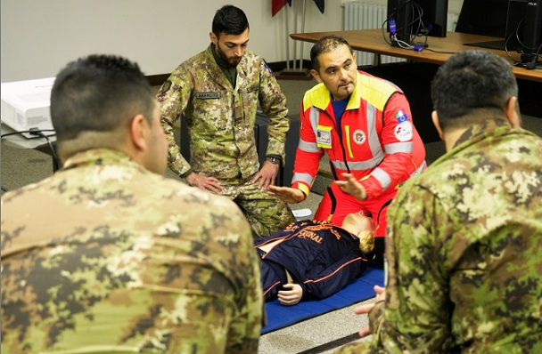 militare-e-soccorso-a-cittadino