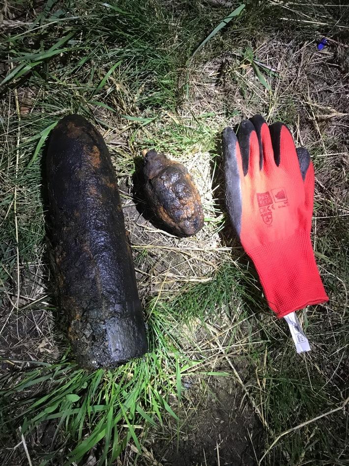 die aufgefundenen Granaten, der Handschuh dient dem Gößenvergleich