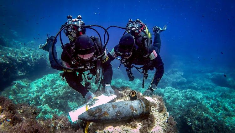 Augusta.-Marina-Militare-palombari-del-CONSUBIN-neutralizzano-3-ordigni-esplosivi-