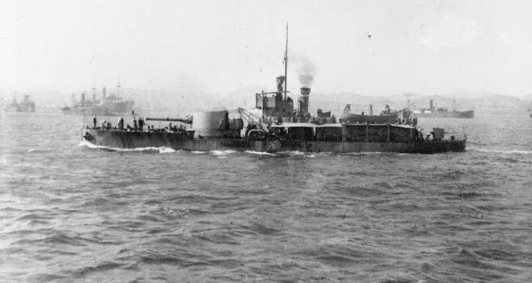HMS_M15_at_Mudros_1916_IWM_SP_891-750x400