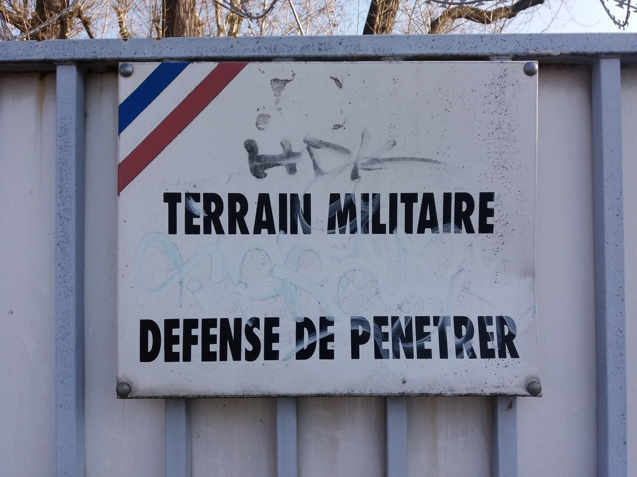 lyon-7e-avenue-leclerc-plaque-terrain-militaire