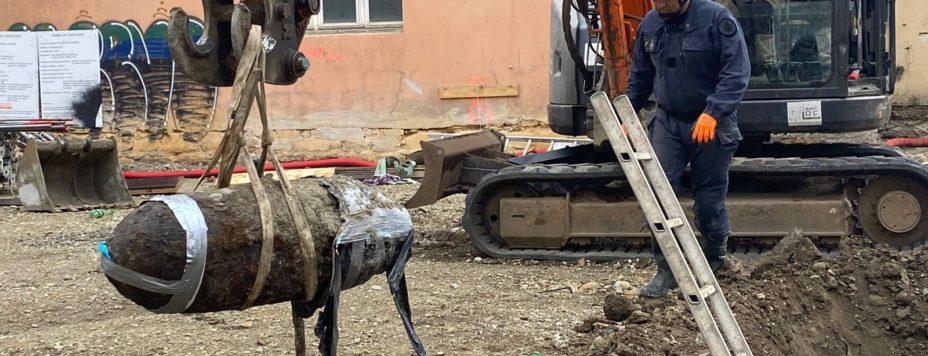 11h40-voici-la-bombe-les-operations-sont-terminees-pour-les-demineurs-photo-progres-tatiana-vazquez-1615113782