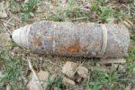 gf-Ji64-uNiy-sQ8H_joniny-rolnik-wykopal-z-ziemi-niewybuch-pociskiem-artyleryjskim-zajeli-sie-saperzy-664x442-nocrop
