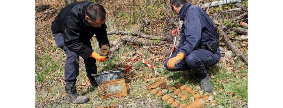 les-deux-demineurs-ont-retrouve-une-vingtaine-d-engins-explosifs-1618500741