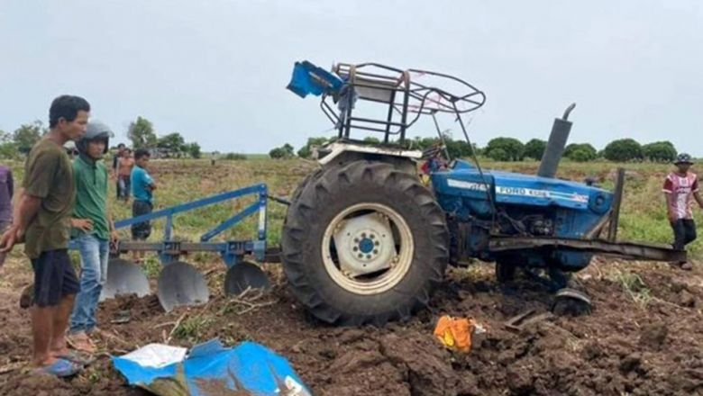 p5-s2-a-tractor-damaged-in-a-landmine-explosion-in-pailin-provinces-sala-krao-district-on-saturday-photo-fresh-news