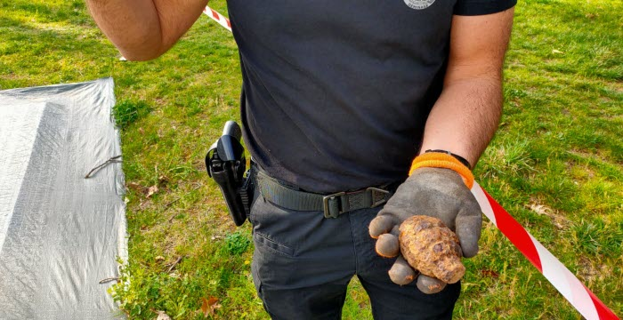 tassin-la-demi-lune-un-enfant-de-8-ans-trouve-une-grenade-dans-son-jardin-1617441405
